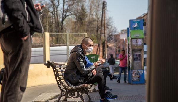 Coronavirus y mascaras en Usera Madrid 06