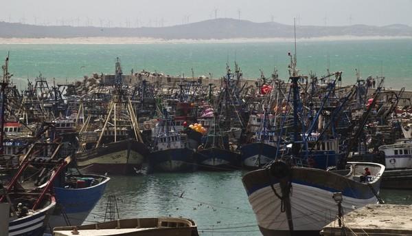 Barcos pesqueros marroquíes en Essaouira, suroeste de Marruecos.
