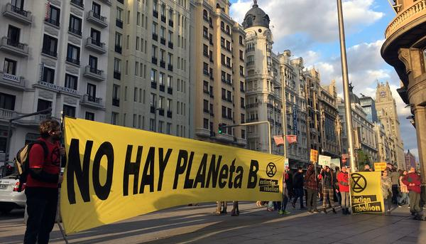 extinction rebellion madrid gran via