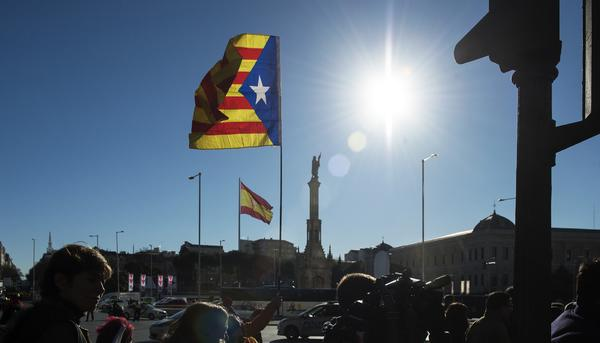Bandera Cataluña en Plaza de Colon