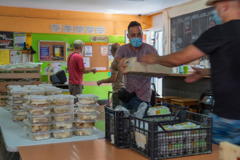 Reparto de alimentos en AlterBanc. David Aguinaga