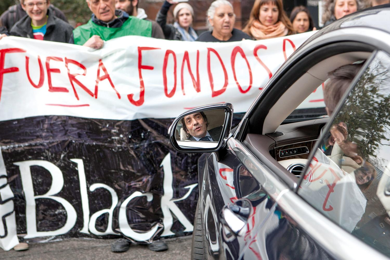 https://www.elsaltodiario.com/uploads/fotos/r1500/407a4470/Accion_Blackstone_Zarza_DISOPRESS_01%20copia.jpg?v=63713649332
