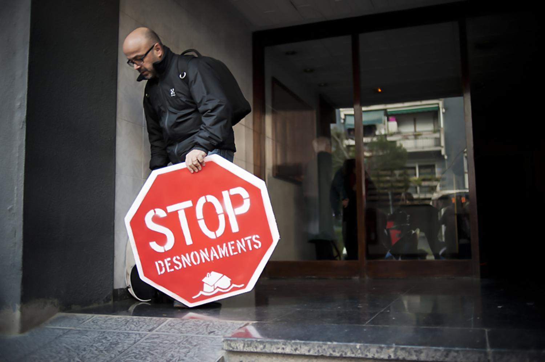 https://www.elsaltodiario.com/uploads/fotos/r1500/65c6aca7/stop%20eviction004.jpg?v=63717451730