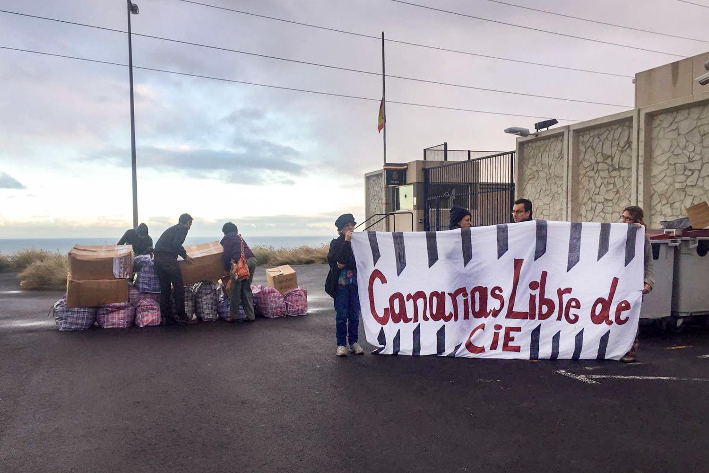 Concentración ante el CIE de Hoya Fría en Tenerife. Foto: Plataforma Canarias libre de CIE