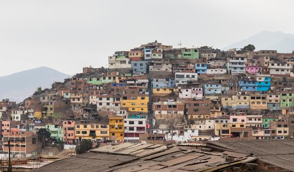 Más de 167.000 personas de los barrios más pobres de Lima han solicitado abandonar la capital para volver al campo. Wikimedia Commons
