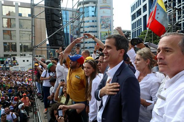 Juan Guaidó 23 de enero Caracas autojuramentación presidente
