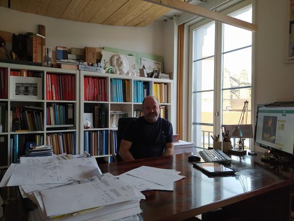 Antonio Cantero en su estudio