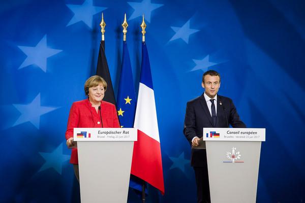 Merkel y Macron sostienen un pulso por el acuerdo comercial. Una, a favor de la industria del automóvil. El otro, temeroso de la movilización del sector agrícola.