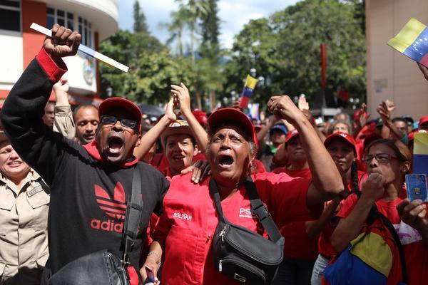 Manifestantes pro Maduro golpe de estado enero de 2019