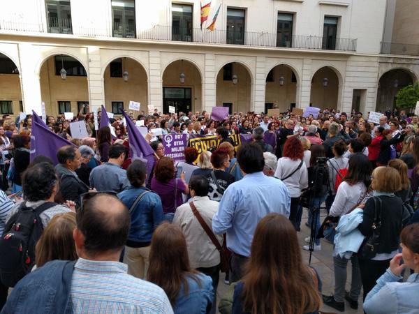 Concentración contra la sentencia de La Manada en Alicante.