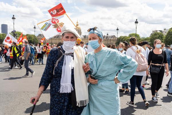 La policía francesa convierte una manifestación en defensa de la sanidad en una batalla campal - 2