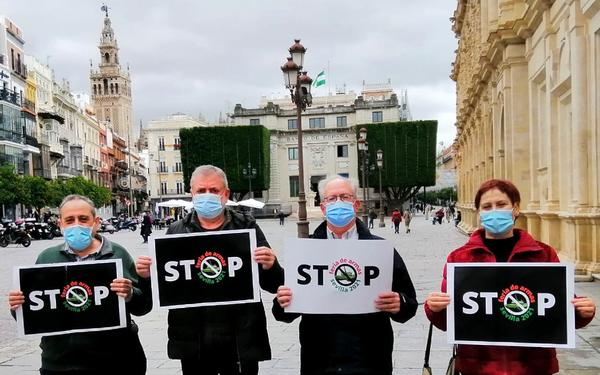 Activistas de la Plataforma Stop Ferias de Armas