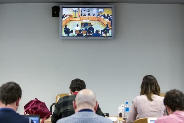 Pantalla en la sala de prensa de la Audiencia Nacional durante el jucio a los jovenes de Altsasu