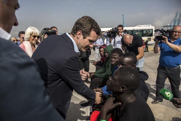 Pablo Casado en su visita a la frontera de Ceuta