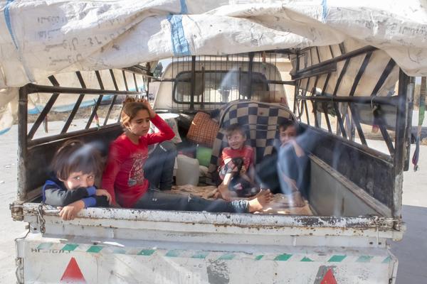 A fecha de 18 de octubre de 2019, la invasión turca del norte y este de Siria había dejado un saldo de 300.000 personas refugiadas.