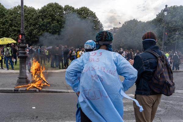 La policía francesa convierte una manifestación en defensa de la sanidad en una batalla campal - 4
