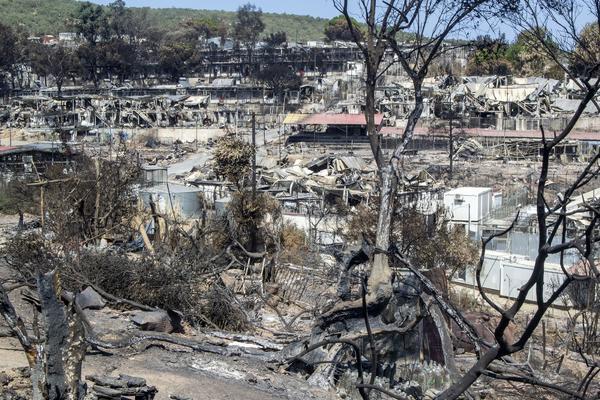 Campamento de Moria incendiado - 13