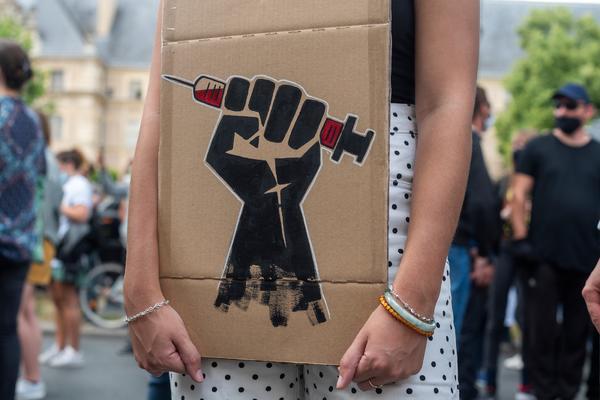 La policía francesa convierte una manifestación en defensa de la sanidad en una batalla campal - 9