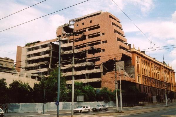Efecto del bombardeo de la OTAN sobre el Ministerio de Defensa serbio.