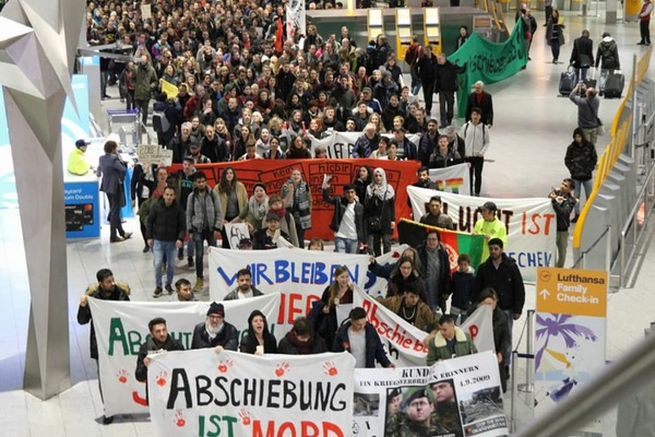 Concentración Frankfurt Afghan Refufees Movement
