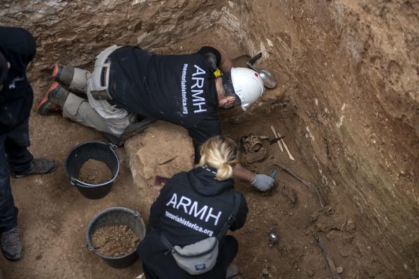 Exhumación en Guadalajara de una veintena de fusilados - 2