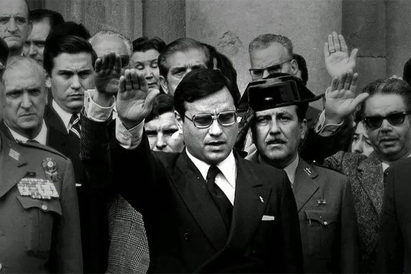 Rodolfo Martín Villa saludo franquista