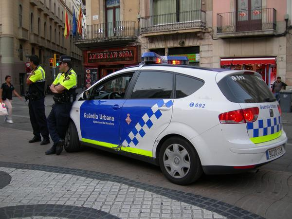Dos agentes de la Guardia Urbana de Barcelona en la Rambla