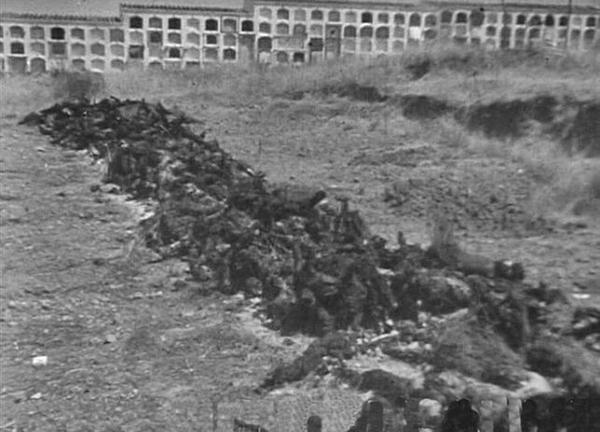Cadáveres en el cementerio de Badajoz