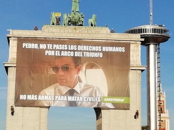 Acción GreenPeace Moncloa Pedro Sánchez
