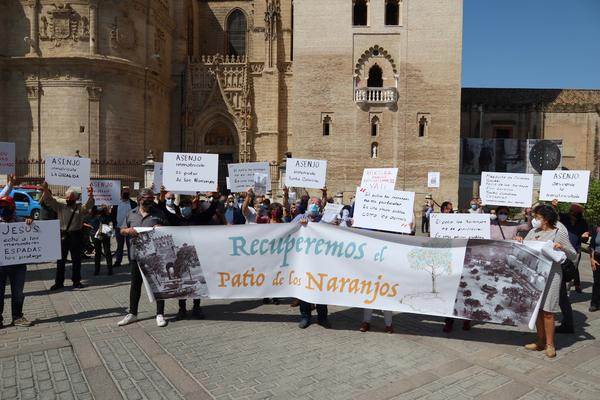 Protesta recuperar inmatriculación Patio Naranjos Sevilla